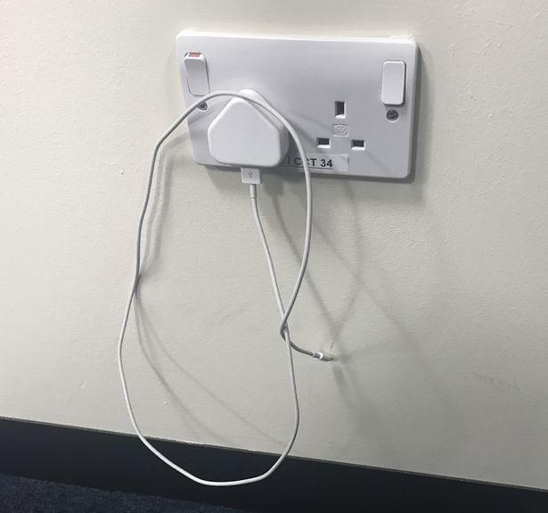 Sạc điện thoại của bạn tiêu tốn bao nhiêu điện? - 1