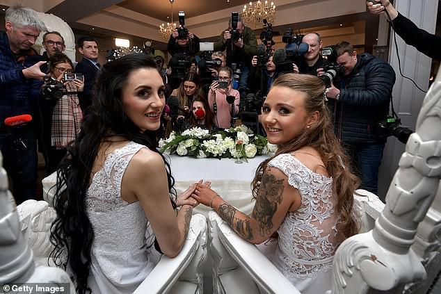 Hai cô gái đầu tiên kết hôn đồng giới ở Bắc Ireland - 5