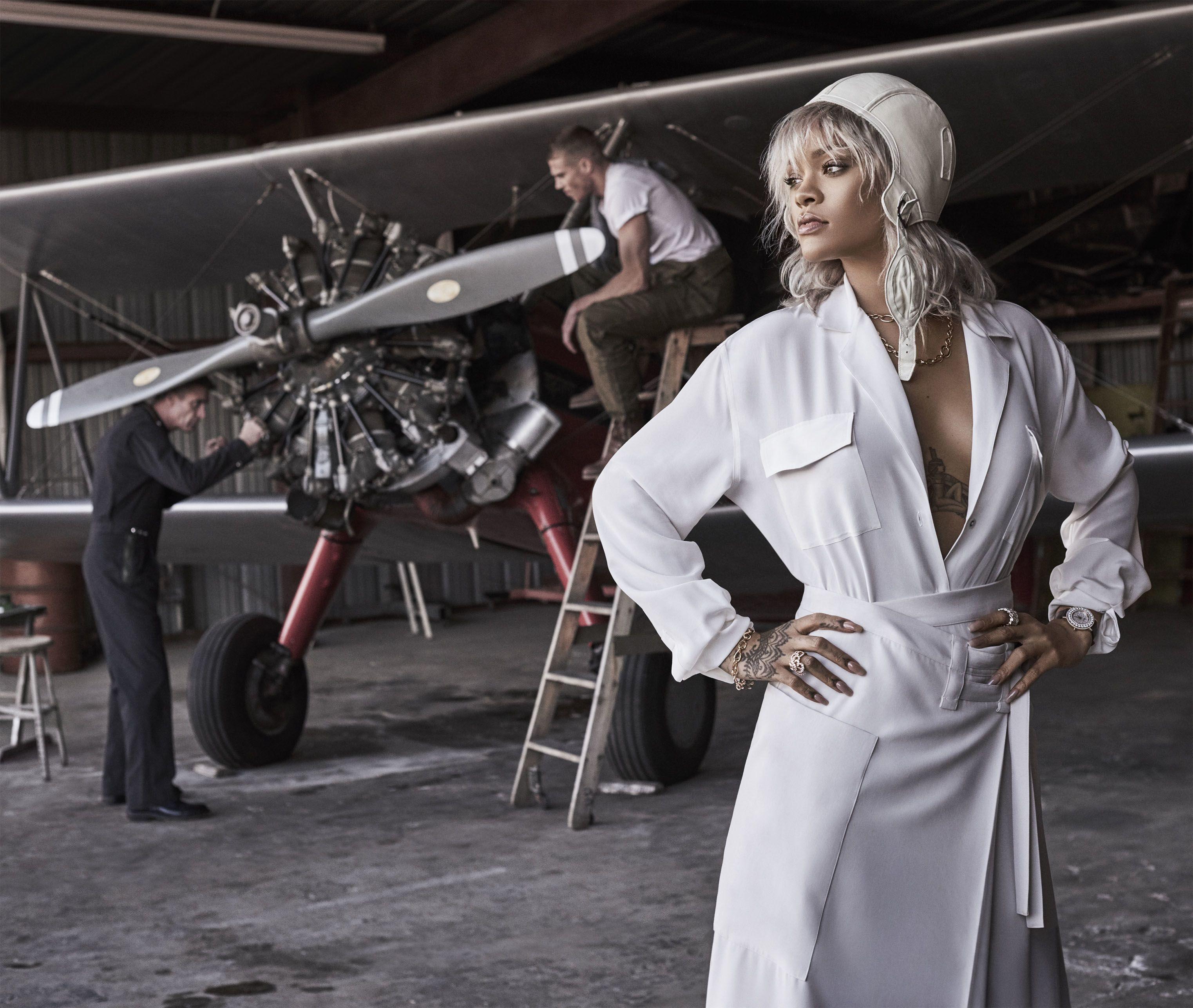 Giải mã lý do người mẫu phải chống hông khi catwalk - 3