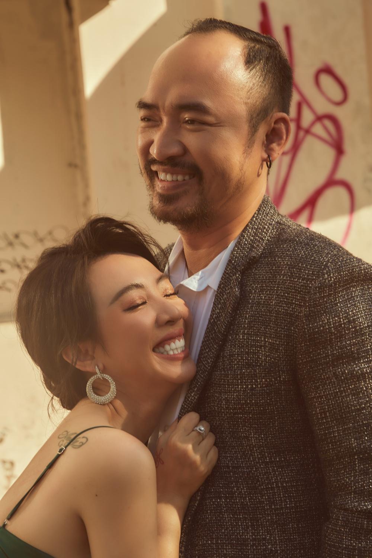 Đám cưới Thu Trang, Tiến Luật 9 năm trước: Phát sinh 15 bàn, người dân bỏ hết việc dự tiệc - 3