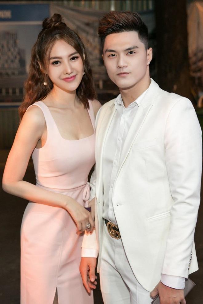 Quà tình yêu của hoa, á hậu Việt: Nhẫn kim cương, túi hiệu, hoa hồng - 4