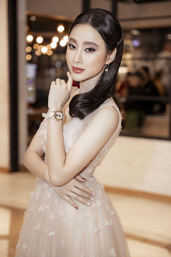 Kiểu trang điểm bị chê già nua để cố nổi bật của Angela Phương Trinh - 2
