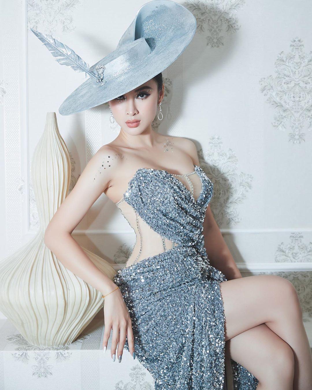 Kiểu trang điểm bị chê già nua để cố nổi bật của Angela Phương Trinh - 1