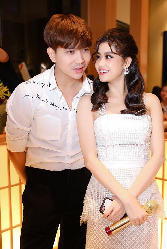 Sau ly hôn, Trương Quỳnh Anh hở bạo khoe vòng 1, chồng cũ lại bị chê bai thế này - 2