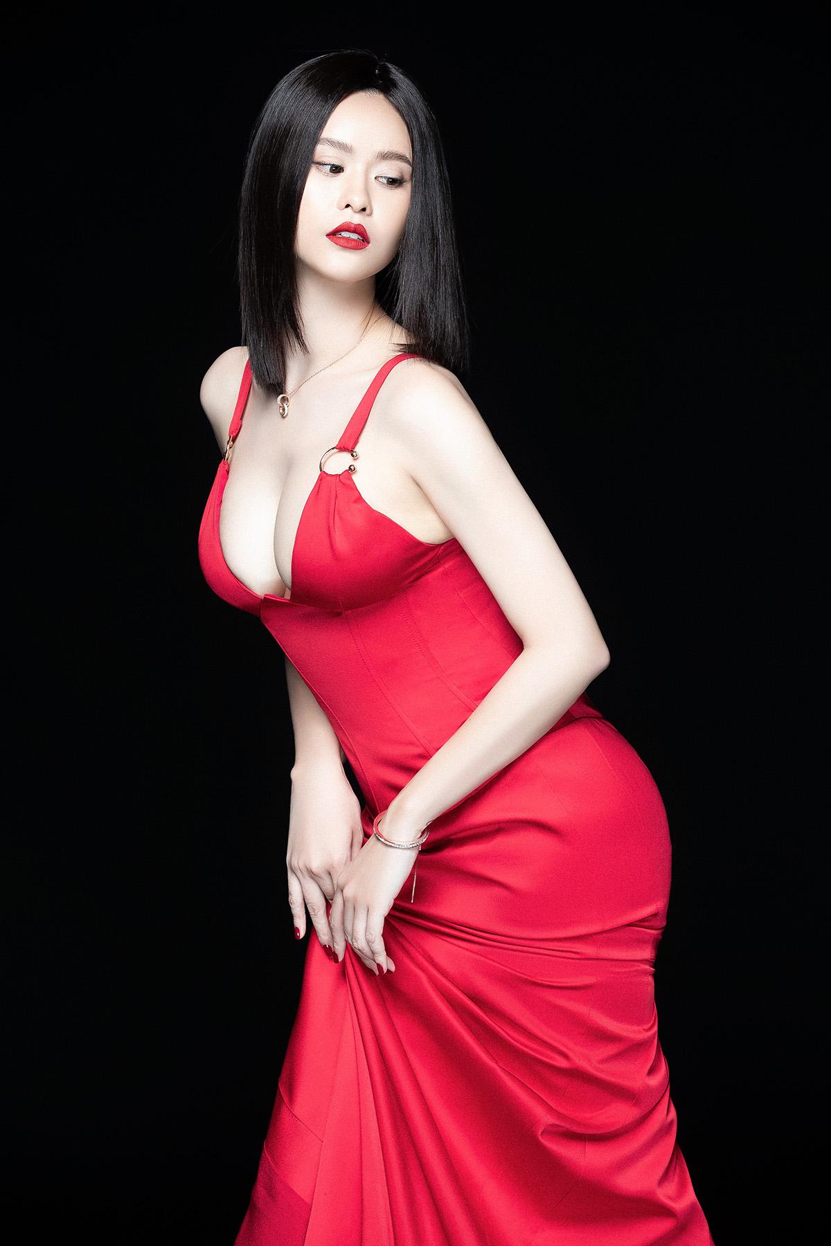 Sau ly hôn, Trương Quỳnh Anh hở bạo khoe vòng 1, chồng cũ lại bị chê bai thế này - 6