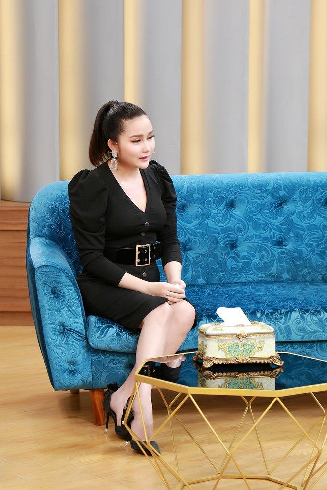 """Vợ trẻ hơn 8 tuổi của Khánh Đơn từng """"lăn tăn"""" khi chồng nuôi cả bố vợ cũ - 2"""