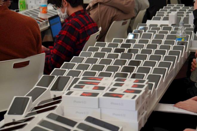 Nhật Bản phát gần 2.000 iPhone cho hành khách trên tàu bị cách ly vì Covid-19 - 1