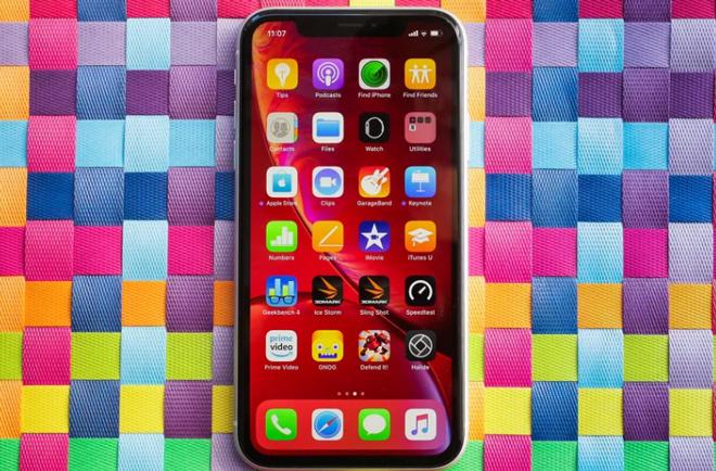 Cùng có giá 16 triệu, nên chọn iPhone XR hay iPhone 8 Plus - 9