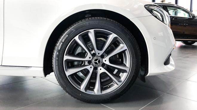 Mercedes-Benz E200 Exclusive giá 2,29 tỷ đồng vừa ra mắt tại Việt Nam - 7