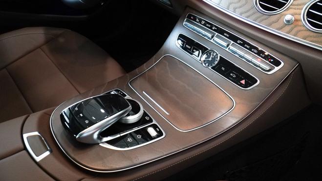 Mercedes-Benz E200 Exclusive giá 2,29 tỷ đồng vừa ra mắt tại Việt Nam - 14