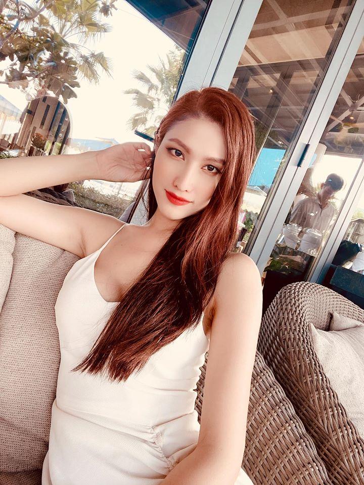 Hoa hậu chuyển giới đầu tiên của VN nóng bỏng thế này, bảo sao Trọng Hiếu không si mê - 11