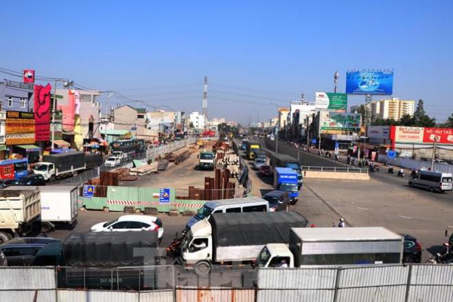 Cận cảnh nút giao thông 3 tầng giải tỏa kẹt xe cửa ngõ Sài Gòn sắp hoàn thành - 1