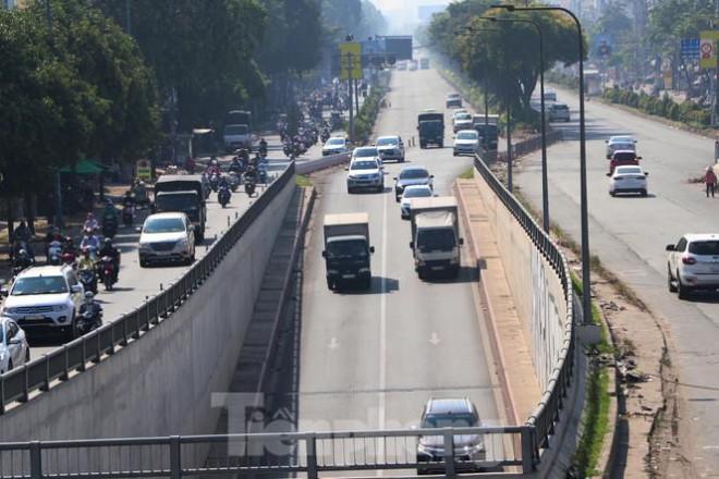 Cận cảnh nút giao thông 3 tầng giải tỏa kẹt xe cửa ngõ Sài Gòn sắp hoàn thành - 7