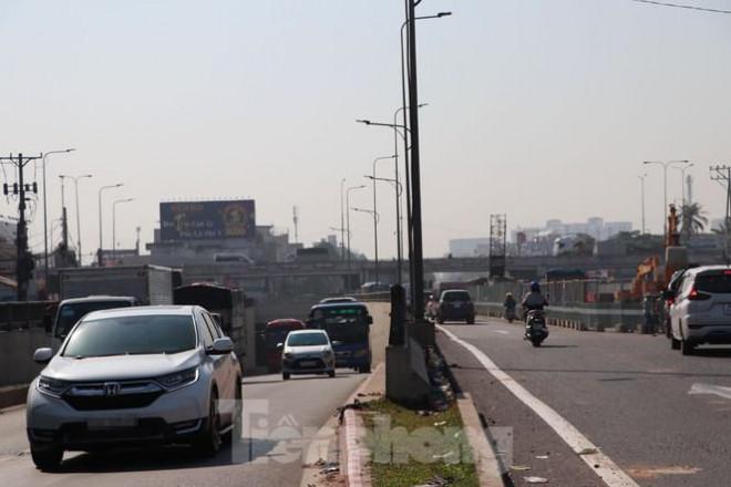 Cận cảnh nút giao thông 3 tầng giải tỏa kẹt xe cửa ngõ Sài Gòn sắp hoàn thành - 5