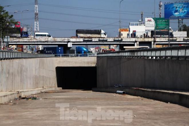 Cận cảnh nút giao thông 3 tầng giải tỏa kẹt xe cửa ngõ Sài Gòn sắp hoàn thành - 8