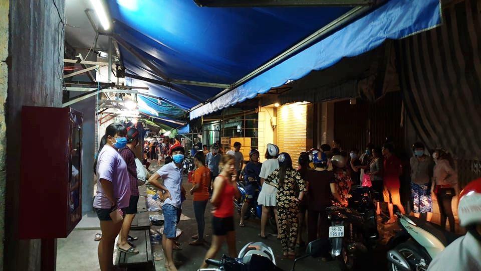 Xảy ra cự cãi, vợ đâm chết chồng giữa chợ ở Sài Gòn
