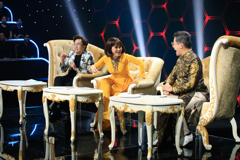 """Việt Hương """"đá xéo"""" vì MC Thanh Bạch """"ăn gian"""" trên sóng truyền hình - 1"""