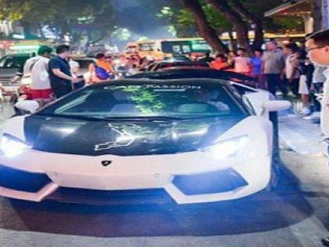 """Biến siêu xe đắt đỏ thành taxi """"quê mùa"""", tưởng ngược đời ai dè tiền ùn ùn về túi"""