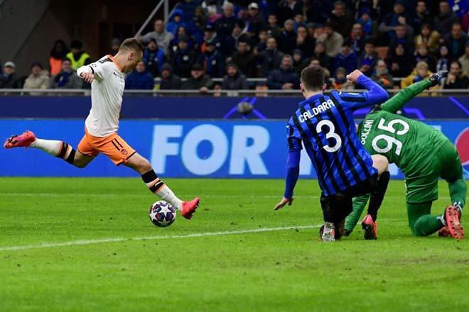 """Rực lửa vòng 1/8 Cúp C1: Mourinho """"cạn lời"""" với trò cưng, ngựa ô Italia sải bước - 16"""