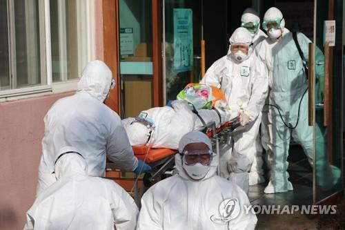 Hàn Quốc: Thêm ca nhiễm Covid-19 tử vong, số người lây nhiễm vượt 340 - 1