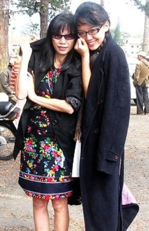 Vì sao mẹ ruột Tóc Tiên không về Việt Nam dự lễ cưới con gái? - 4