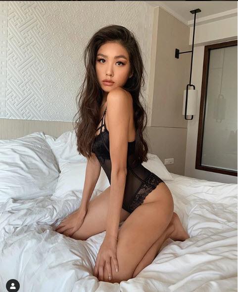 Tiểu thư con nhà giàu Việt đam mê mặc nội y khoe ảnh giường chiếu - 5