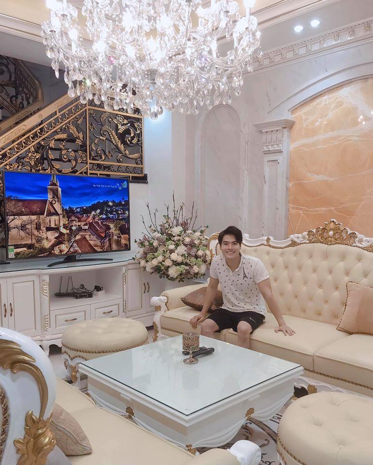 """Choáng trước biệt thự như cung điện của """"MC giàu nhất VN"""" cùng tình tin đồn kém 17 tuổi - 6"""