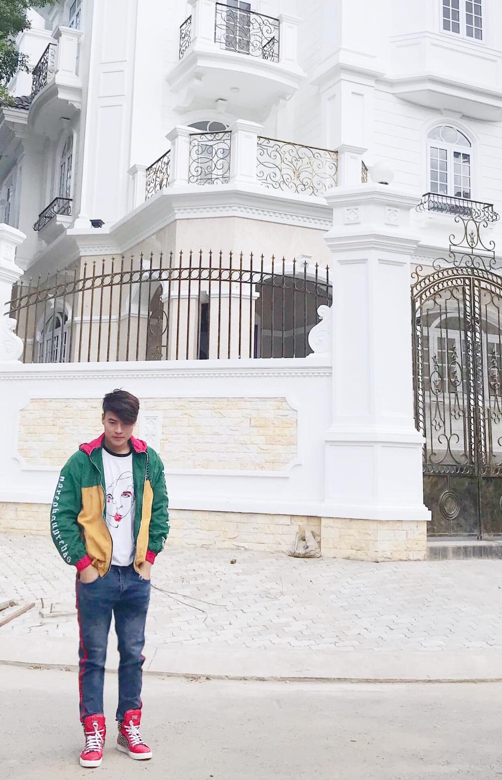 """Choáng trước biệt thự như cung điện của """"MC giàu nhất VN"""" cùng tình tin đồn kém 17 tuổi - 3"""