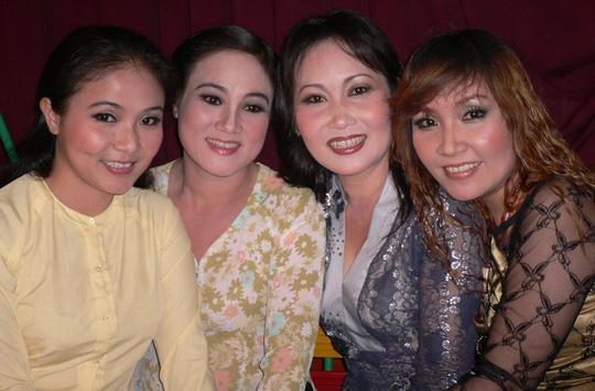 """4 chị em trong gia tộc cải lương 3 đời: Người thành """"bà hoàng sân khấu"""", kẻ phải bỏ nghề - 2"""