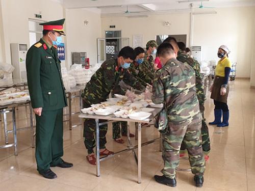 Bên trong khu cách ly ở Hà Nội: 1 cán bộ phục vụ 20 người, suất ăn 57.000 đồng/ngày - 3