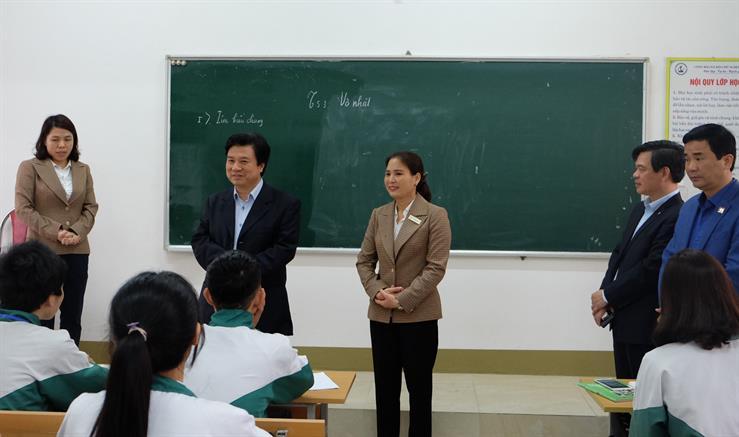 """Thứ trưởng Bộ GD-ĐT: """"Không được để dù một học sinh bị lây nhiễm bệnh từ trường học"""" - 1"""