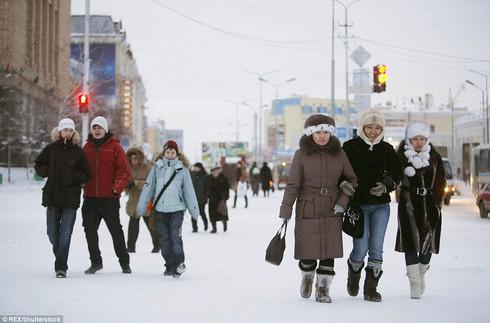 Ở thị trấn lạnh nhất thế giới, người dân sinh sống thế nào? - 2