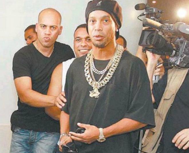 Bi kịch Ronaldinho: Tài khoản còn 157.000 đồng, vỡ nợ & bị cảnh sát bắt - 2
