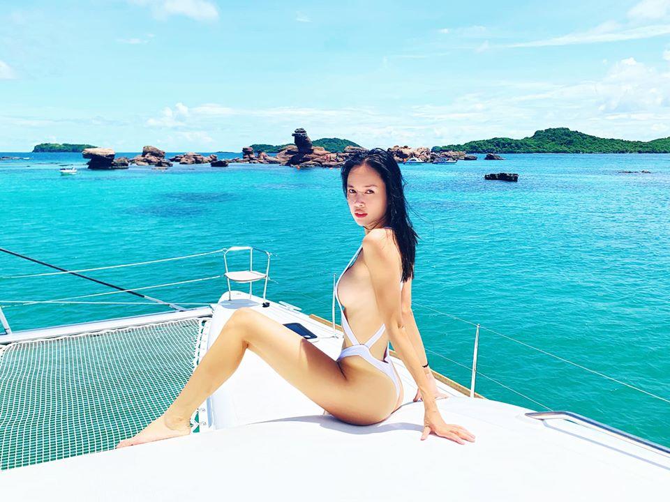 Monokini cut-out của Vũ Ngọc Anh được đánh giá táo bạo, hút mắt - 1