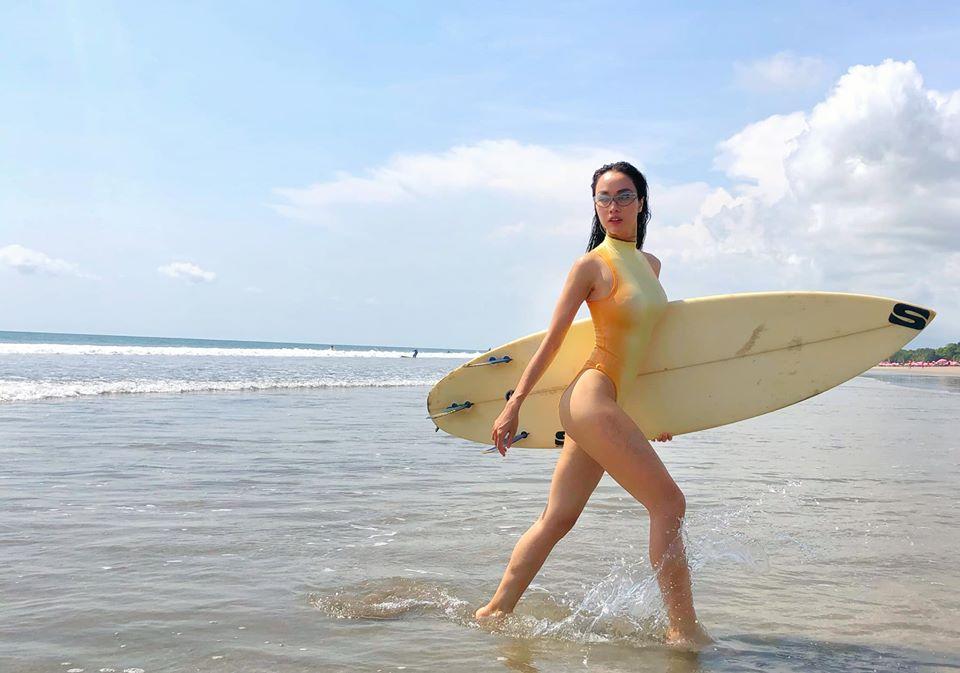 Monokini cut-out của Vũ Ngọc Anh được đánh giá táo bạo, hút mắt - 6