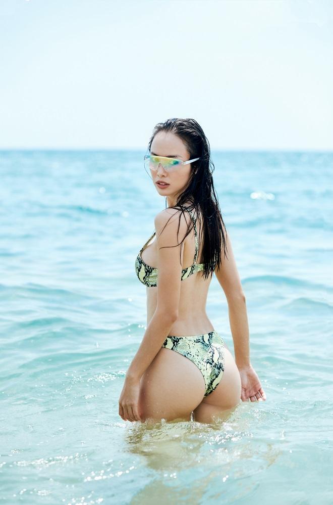 Monokini cut-out của Vũ Ngọc Anh được đánh giá táo bạo, hút mắt - 4