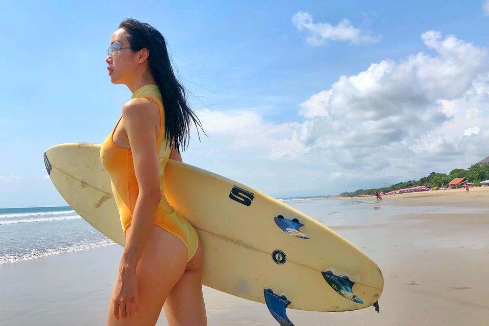 Monokini cut-out của Vũ Ngọc Anh được đánh giá táo bạo, hút mắt - 7
