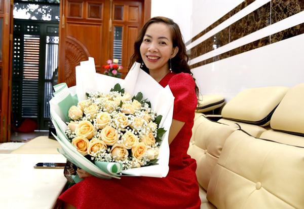 """Hoa tươi Mrhoa giới thiệu những bó hoa """"siêu to khổng lồ"""" - xu hướng quà tặng gây """"bão"""" dịp 8/3 năm nay - 2"""