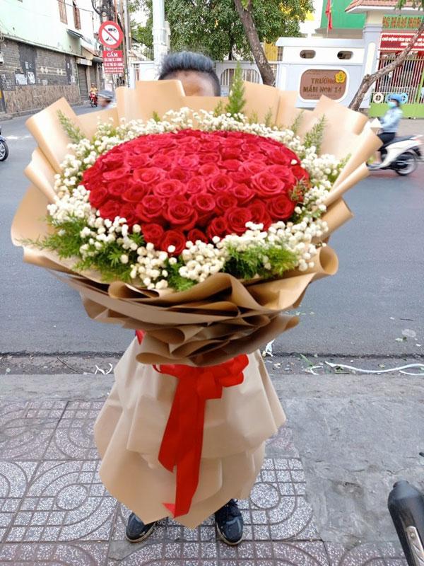 """Hoa tươi Mrhoa giới thiệu những bó hoa """"siêu to khổng lồ"""" - xu hướng quà tặng gây """"bão"""" dịp 8/3 năm nay - 4"""