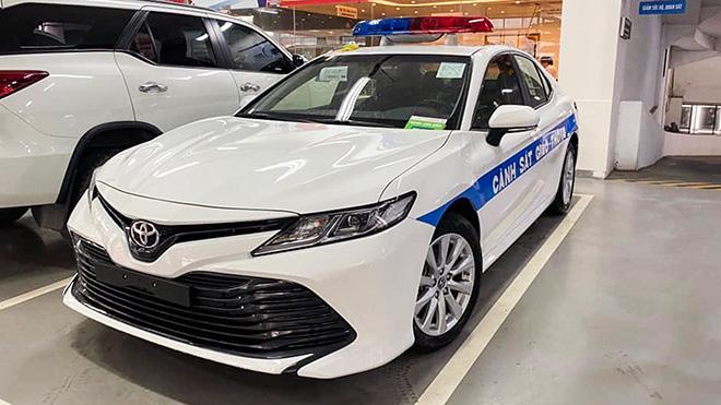 Ngắm Toyota Camry 2020 của lực lượng CSGT Việt Nam - 1