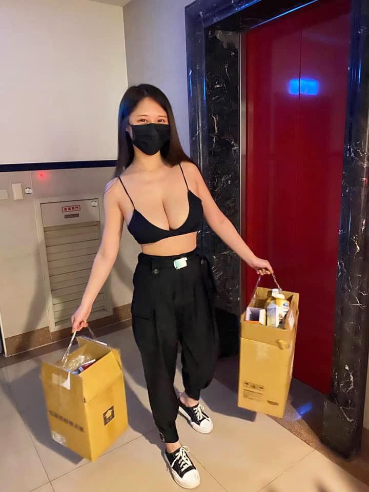 Con gái Đài Loan đi đổ rác, bán trầu... gây tranh cãi vì phô lộ quá đà