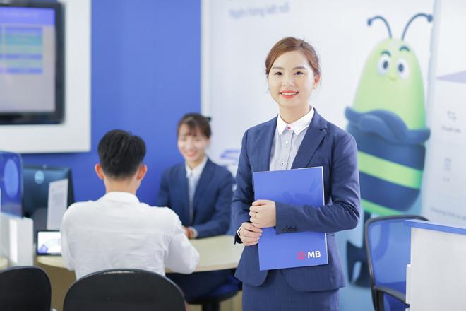 MB là ngân hàng đầu tiên tặng bảo hiểm corona cho chủ thẻ tín dụng mới - 1