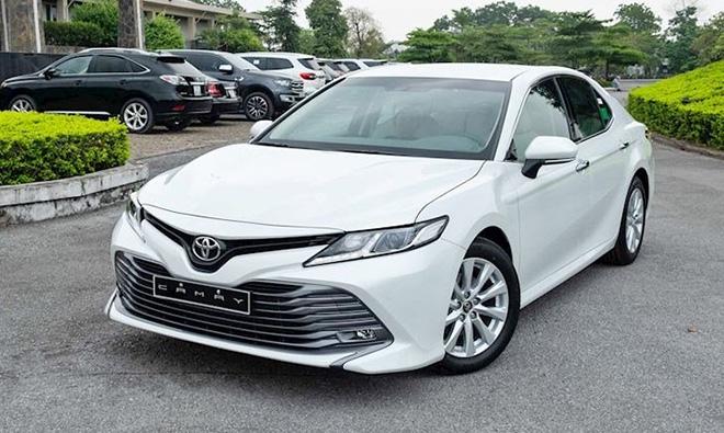 Toyota Camry giảm giá chục triệu đồng tại một số đại lý - 2