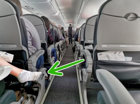 Cởi giày khi đi máy bay bạn sẽ gặp rắc rối gì? - 2