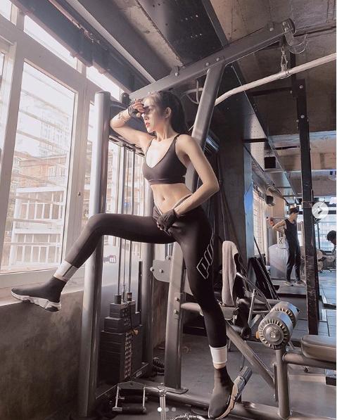 Không trang phục phòng hộ khi đi tập gym, cô gái Việt hot trên Instagram - 3