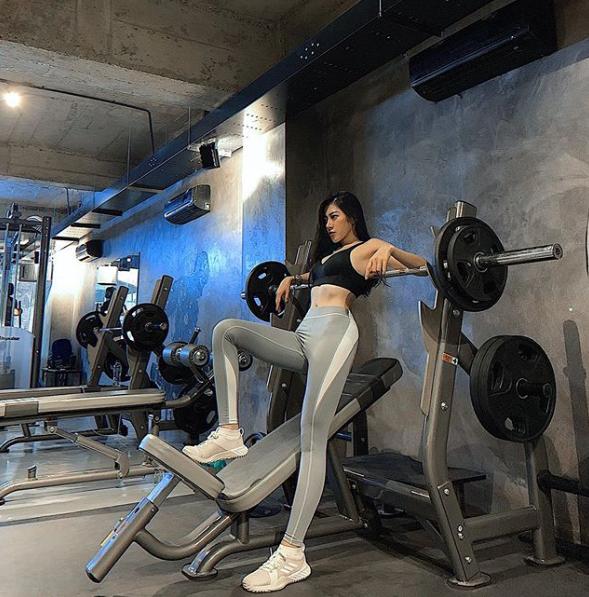 Không trang phục phòng hộ khi đi tập gym, cô gái Việt hot trên Instagram - 5