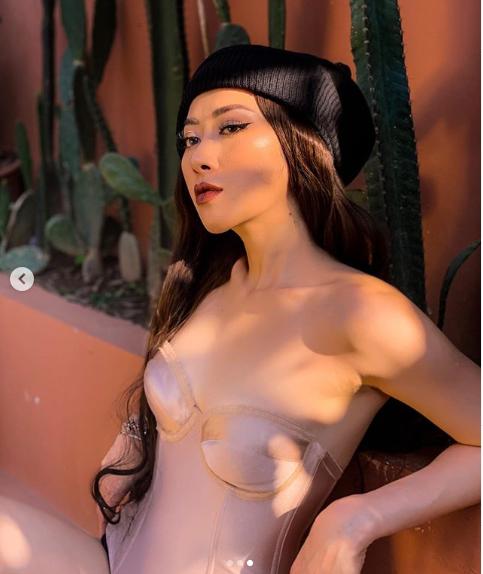 Không trang phục phòng hộ khi đi tập gym, cô gái Việt hot trên Instagram - 9
