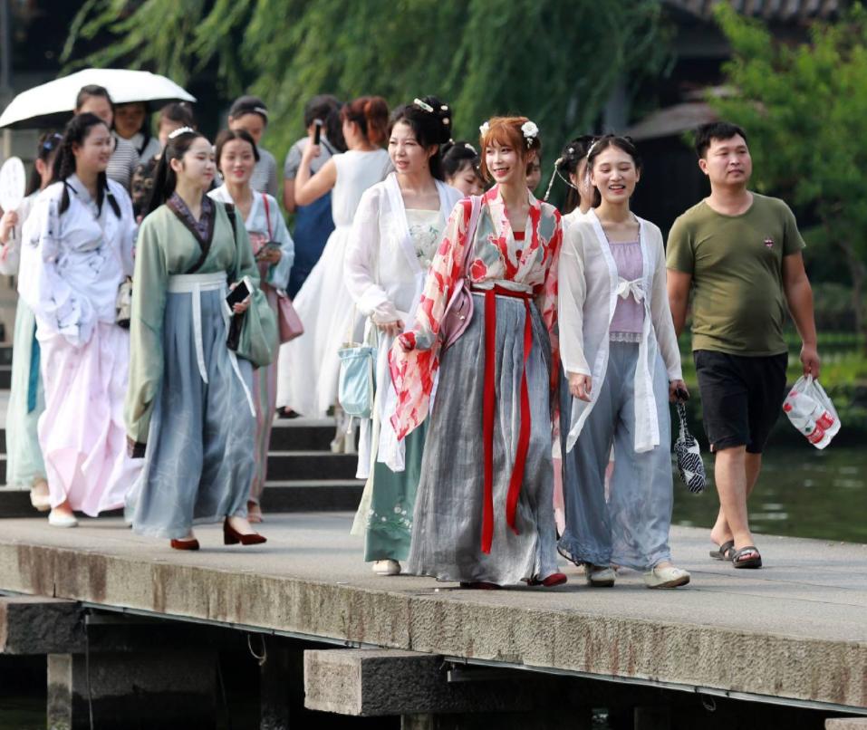 """Xu hướng mặc Hán phục của những """"tiên cô"""" Trung Quốc - 6"""