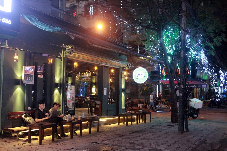 Hình ảnh quán cà phê ở Hà Nội sau yêu cầu đóng cửa của Chủ tịch thành phố - 1
