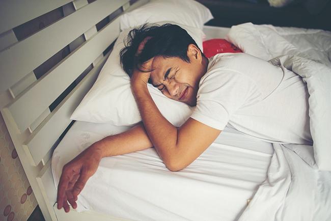Đàn ông có tuổi thọ ngắn thường xuất hiện 4 dấu hiệu này trong khi ngủ - 2